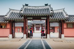 Het Paleis van Hwaseonghaenggung, Koreaanse traditionele architectuur in Suwon, Korea stock foto's