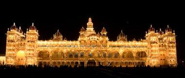 Het Paleis van Mysore bij Nacht stock foto's