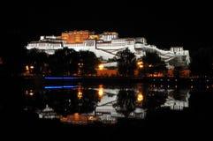 Het paleis van Potala in de nacht Royalty-vrije Stock Afbeelding