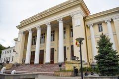 Het Paleis van Rechtvaardigheid of Palatul Justitiei Roemeen in van de binnenstad van stad Ramnicu Valcea Neo klassieke de bouwar stock fotografie