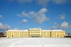 Het paleis van Schoenbrunn onder de sneeuw Stock Afbeelding