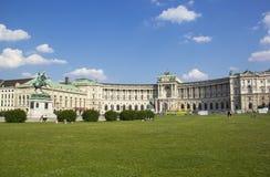 Het paleis van Wenen Hofburg bij dag met wolken Royalty-vrije Stock Afbeeldingen