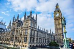 Het Paleis van Westminster met de klokketoren van Big Ben in Londen, Engeland stock fotografie