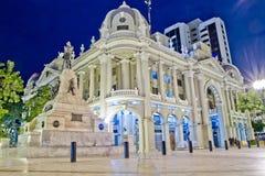 Het paleisbureau Guayaquil van de overheid bij nacht royalty-vrije stock fotografie