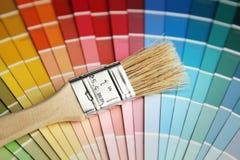 Het palet en de borstel van de kleur stock afbeelding