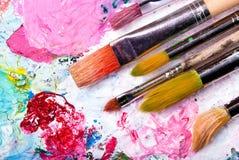 Het palet van de kleur met vele borstels Royalty-vrije Stock Foto