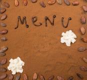 Het pamflet van het menukader met cacaopoeder en slagroom stemde selectieve nadruk Royalty-vrije Stock Foto's