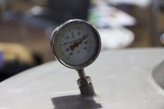 het pand van de temperatuurwijzerplaat; Stock Fotografie