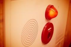 Het paneel en het alarmsprekersgeluid van de noodsituatie licht muur royalty-vrije stock fotografie