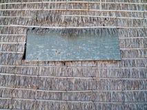 Het paneel van het venster met stro bedekt muur Stock Afbeelding