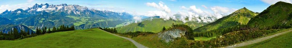Het panorama van alpen Royalty-vrije Stock Foto's
