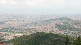 Het panorama van Barcelona van Tibidabo-berg stock video