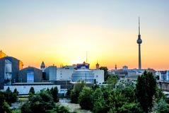 Het panorama van Berlijn Zonsondergang gebiedsschot royalty-vrije stock fotografie