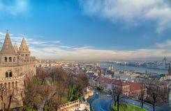 Het panorama van Boedapest van de Citadel met bruggen en de Pa Stock Afbeeldingen