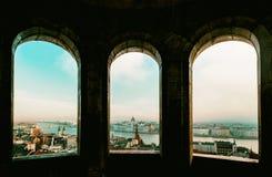 Het panorama van Boedapest van de Citadel met bruggen en de Pa Royalty-vrije Stock Foto