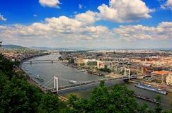 Het panorama van Boedapest van heuvel Gellert Stock Foto