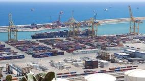 Het panorama van de de containerhaven van Barcelona in hete de zomerdag stock footage