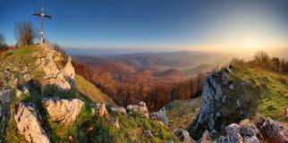 Het panorama van de de herfstberg in Kleine Karpaty royalty-vrije stock foto