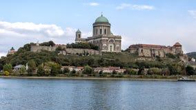 Het panorama van de kasteelheuvel van Sturovo, Slowakije stock afbeeldingen