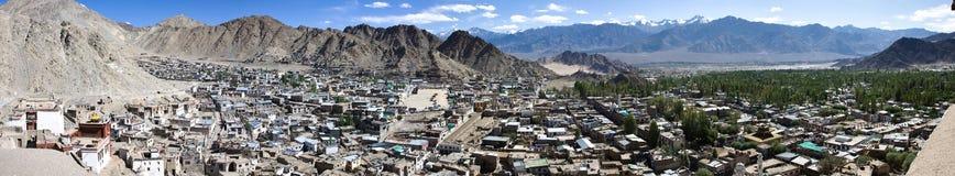Het panorama van de Lehstad, Ladakh, India Stock Foto's