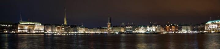 Het panorama van de nacht van het centrum van Hamburg Stock Afbeeldingen