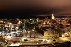 Het panorama van de nachtwinter van Patkuli-het bekijken platform tallinn Estland royalty-vrije stock afbeelding