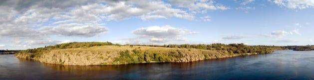 Het panorama van de rivier Stock Foto's