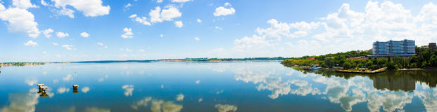 Het panorama van de rivier Royalty-vrije Stock Fotografie