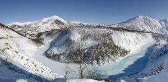 Het panorama van de Rivier van Khandyga, Yakutia Royalty-vrije Stock Afbeeldingen