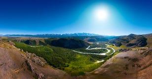 Het panorama van de sneeuw caped Noordelijke Chuysky-Waaier stock foto's
