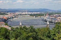 Het panorama van de de stadshorizon van Boedapest op de Donau Stock Foto