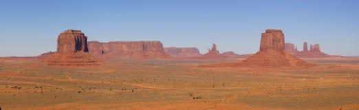Het Panorama van de Vallei van het monument met 5 Mesas stock fotografie