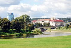 Het panorama van de Vilniusstad met rivier Neris op 24 September, 2014 Stock Foto's