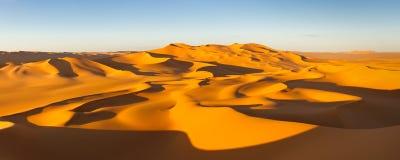 Het Panorama van de woestijn - de Duinen van het Zand - de Sahara, Libië stock foto's