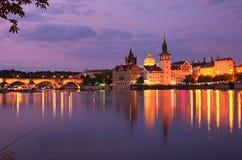 Het panorama van de de zomeravond van de de Oude Stad en Vltava-rivier in Praag Tsjechische Republiek Stock Foto's