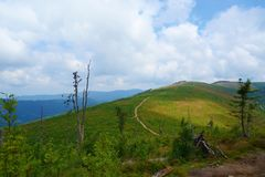 Het panorama van een Beskydy-bergen strekt zich in Malinowska Skala, Szczyrk, Silezische Beskid, Polen uit Royalty-vrije Stock Afbeelding