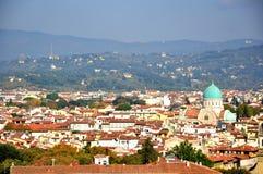 Het panorama van Florence met de grote synagoge, Italië stock foto's