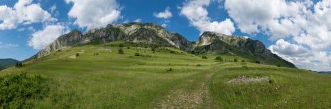 Het panorama van het berglandschap, Piatra Secuiului in Transilvania Royalty-vrije Stock Foto's