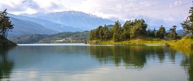 Het panorama van het bergmeer Stock Fotografie