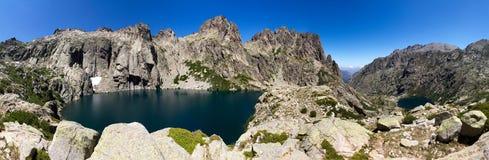 Het panorama van het de bergmeer van Corsica Stock Foto's
