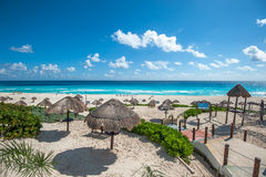 Het panorama van het dolfijnstrand, Cancun, Mexico Stock Fotografie
