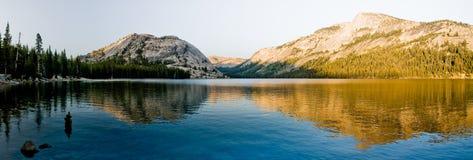 Het panorama van het meer Stock Foto