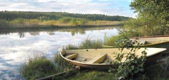 Het panorama van het meerlandschap Stock Foto's