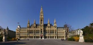 Het Panorama van het Stadhuis van Wenen Stock Afbeelding