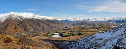 Het Panorama van het Wakatipubassin - Queenstown, Nieuw Zeeland Stock Foto