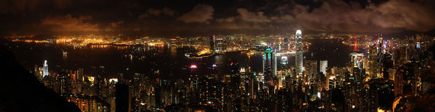 Het Panorama van Hongkong - de mening van de Nacht Stock Foto's