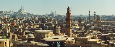 Het panorama van Kaïro met mening over middeleeuwse moskees Royalty-vrije Stock Foto