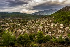 Het panorama van Kayakoyhuizen in historcial Lycian-dorp, Fethiye, Mugla, Turkije Spookstad Kayaköy, in vroeger tijden wordt bek royalty-vrije stock fotografie