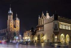Het panorama van Krakau bij nacht Stock Foto