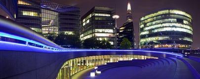 Het Panorama van Londen bij Nacht Stock Afbeelding